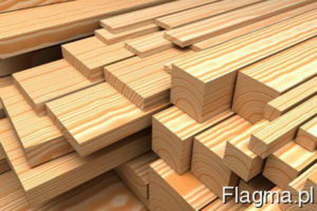 Drewniane kęsy, palety, szyny, podszewki, okrągłe kłody.