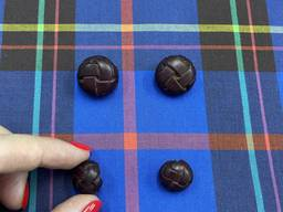 Плетеная пуговица из натуральной кожи на металлической ножке, 16 мм.