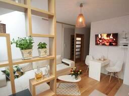 Современная квартира в закрытом жилом комплексе в Кракове.
